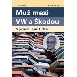 Muž mezi VW a Škodou - V pozadí Hanuš Holzer